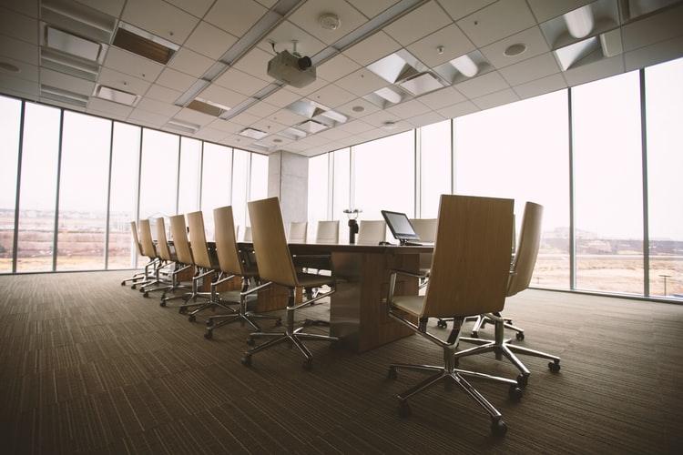 como-elegir-una-silla-de-oficina-buena-para-la-espalda