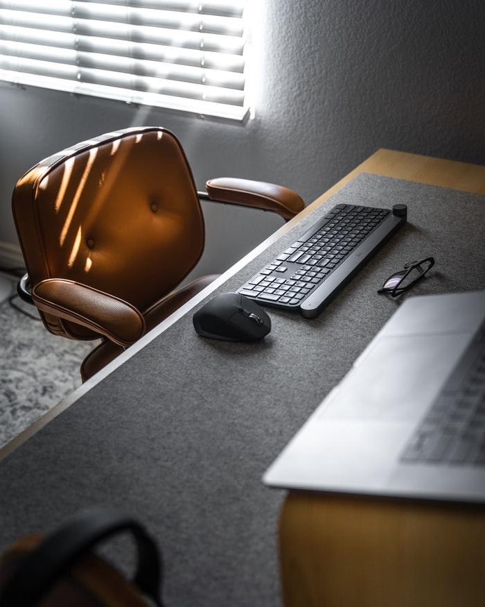 consejos-antes-de-comprar-una-silla-de-oficina-buena-para-la-espalda