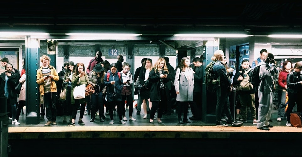 mujeres y los hombres tenemos necesidades diferentes en el espacio urbano